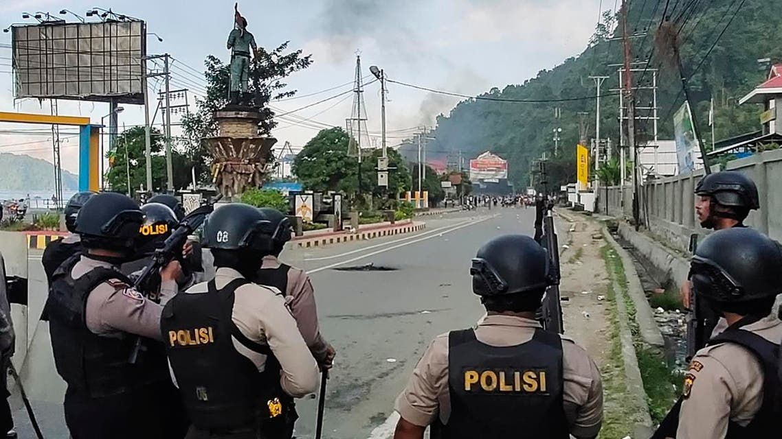 Indonesian security forces take position along a street after hundreds of demonstrators marched near Papua's biggest city Jayapura on August 29, 2019. (File photo: AFP)