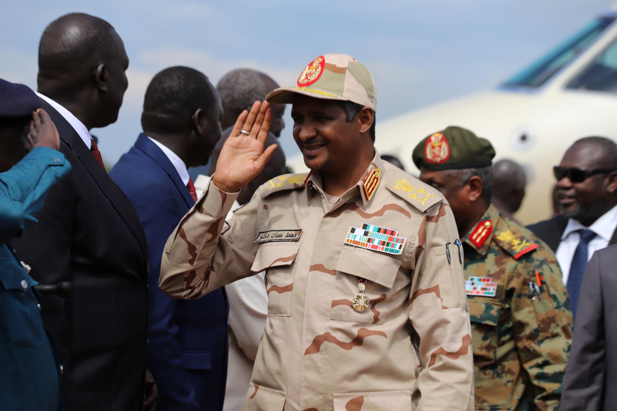 معاون رئیس شورای انتقالی سودان ، حمدان داگالو وارد فرودگاه جوبا می شود