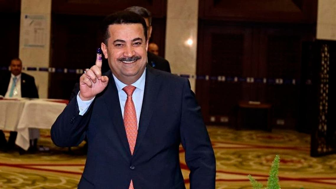 Mohammed Shia al-Sudani, Minister of Labor and Social Affairs shows his ink-stained finger after casting his vote in the country's parliamentary elections in Baghdad, May 12, 2018. (File photo: AP)