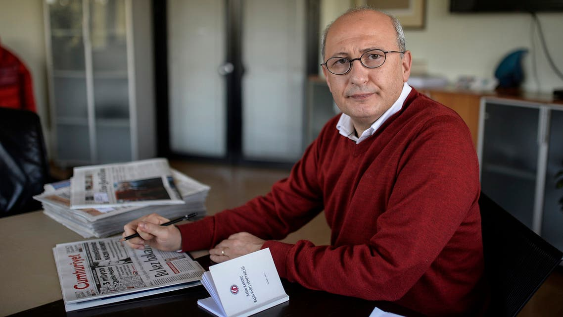 The editor-in-chief of the Turkish daily Cumhuriyet Utku Cakirozer (R) speaks to a staff member in his office on January 14, 2015 in istanbul. Cumhuriyet on January 14 printed excerpts from the first issue of the French satirical weekly Charlie Hebdo since Islamist gunmen killed 12 people in Paris on January 7 in an attack on its offices, defying a growing outcry in the Islamic world over the edition. Cumhuriyet, which strongly opposes President Recep Tayyip Erdogan, was the sole publication in a majority Muslim country to reproduce a special section of cartoons and articles from the Charlie Hebdo issue. AFP PHOTO / BULENT KILIC
