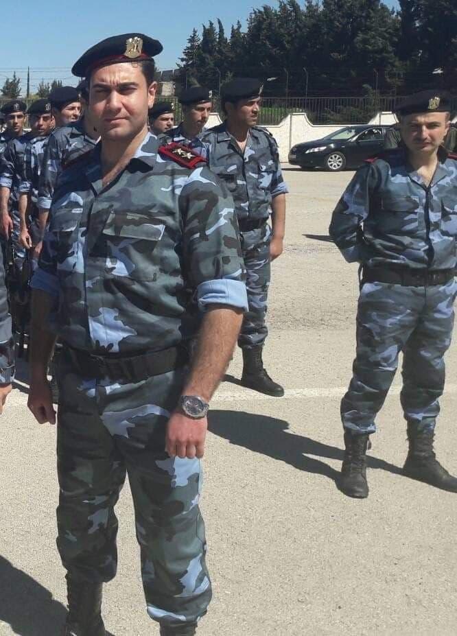 صورة قاتل قريبتي الأسد بزيه العسكري ورتبته