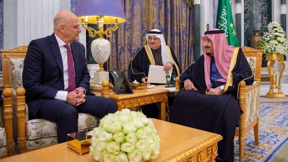 جانب من لقاء الملك سلمان ووزير الخارجية اليوناني