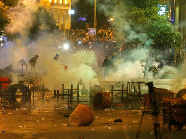 لبنان.. محتجون أمام البرلمان يطالبون بالمحاسبة والتغيير