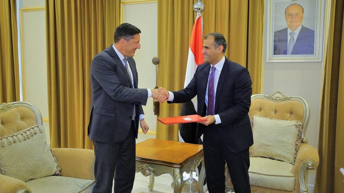 وزير الخارجية اليمني اثناء لقائه السفير السويسري