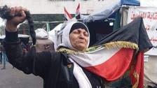 """عراقية تقصّ شعرها.. ضد """"ثقافة الموت والتخريب"""""""