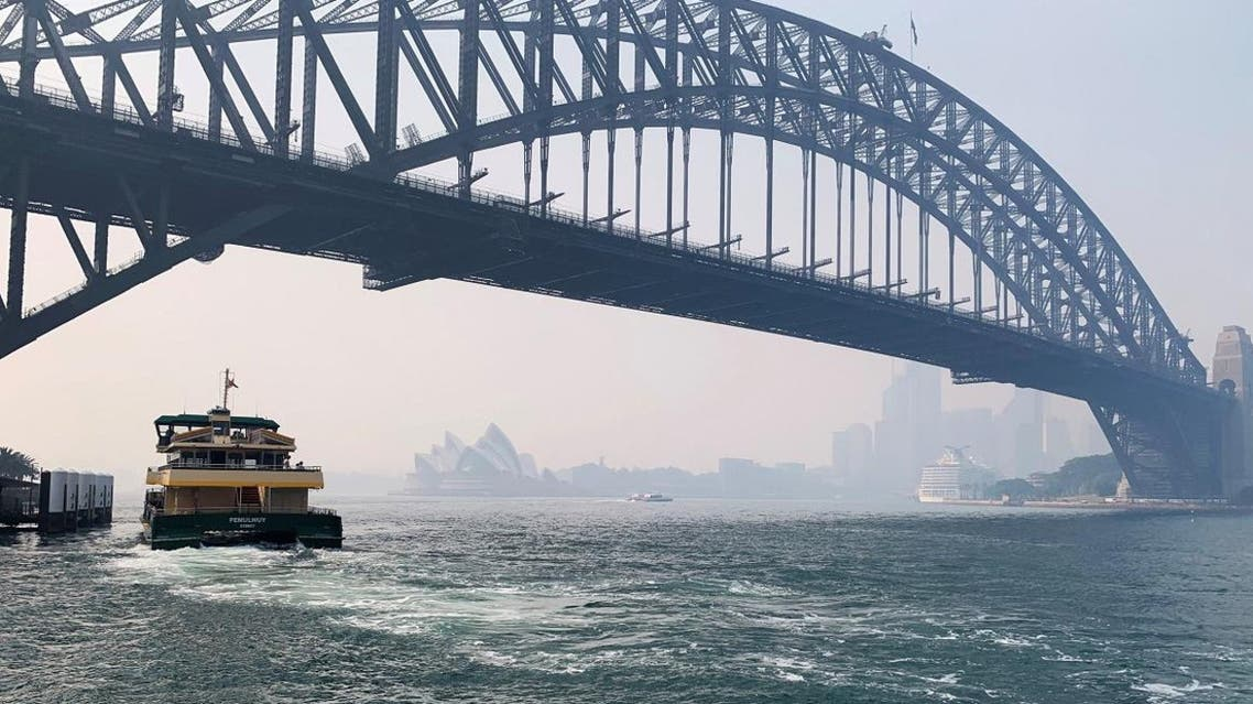 Haze from the ongoing bushfires covers the Sydney Harbor Bridge in Sydney, Australia November 21, 2019. (Photo: Reuters)