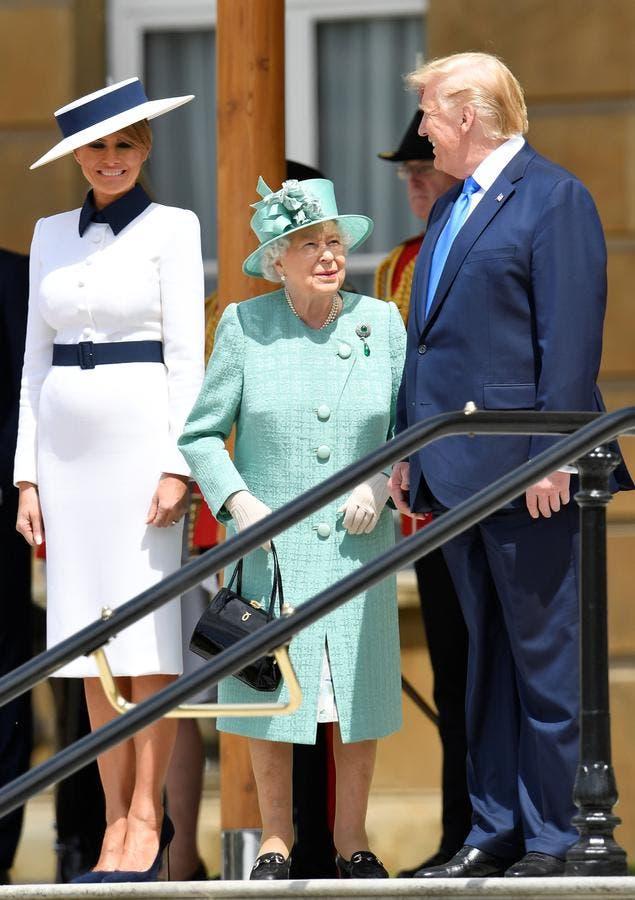 ميلانيا برفقة زوجها دونالد والملكة إليزابيت