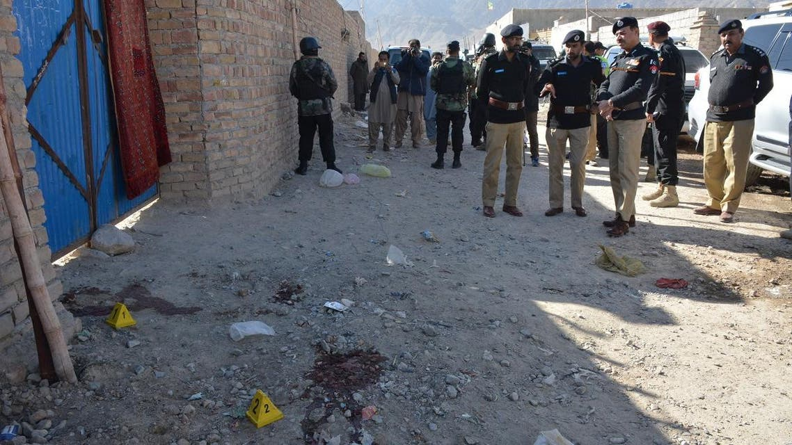 Pakistani police officials gather at the site of an attack by gunmen on a polio vaccination team on the outskirts of Quetta on January 18, 2018. (AFP)
