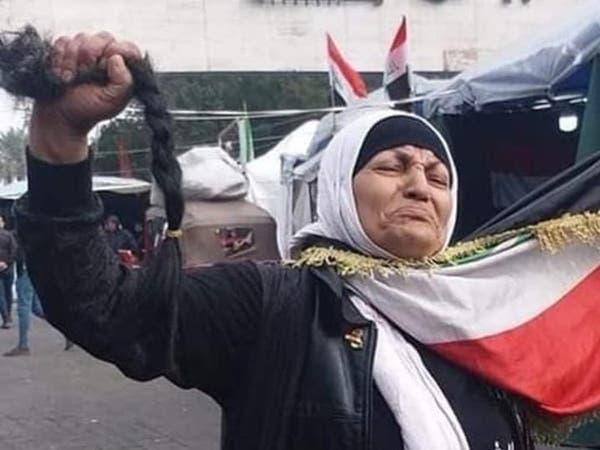 بعد أن قصت شعرها بساحات التظاهر.. شاهد ماذا قالت الطبيبة العراقية