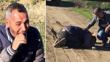 صور تفيض ألماً.. أب عائد من دفن طفله تخطف قنبلة ابنته!