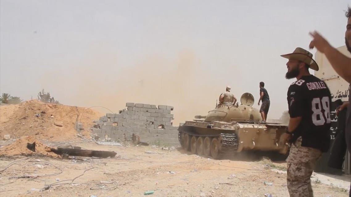 مقاتلات الجيش تنفذ عدة غارات على طريق المطار جنوب طرابلس