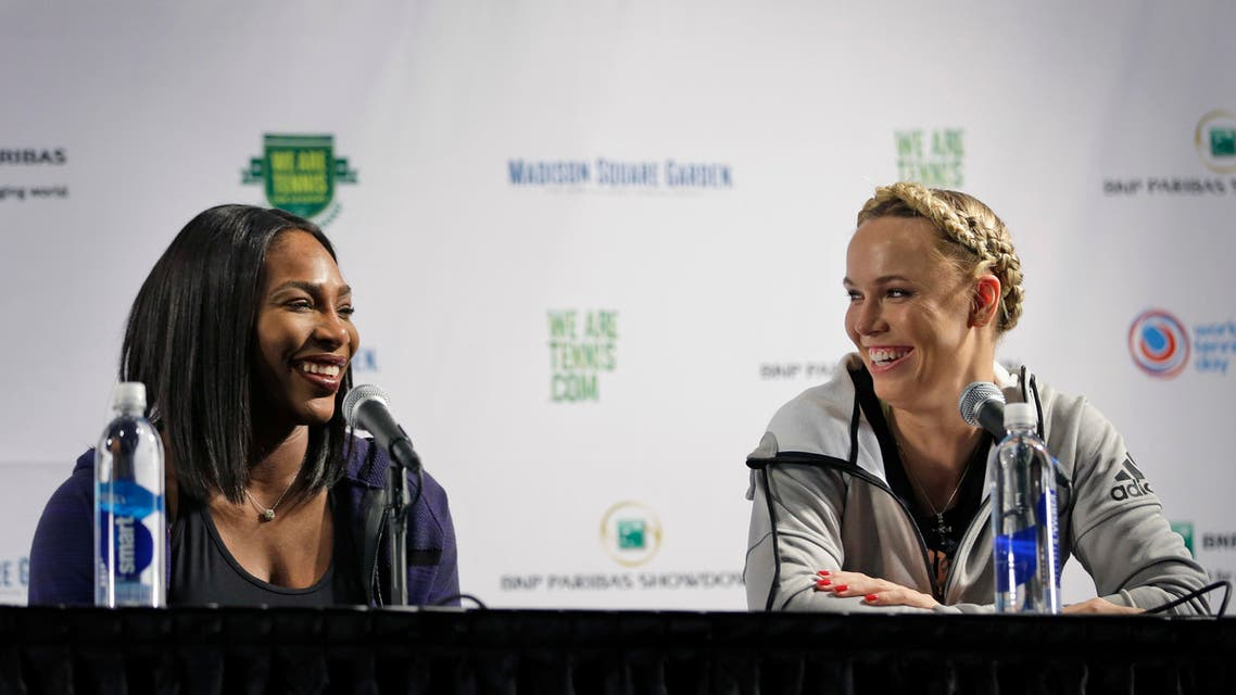 Serena Williams, left, laughs with Caroline Wozniacki during a news conference in New York. (File photo: AP)