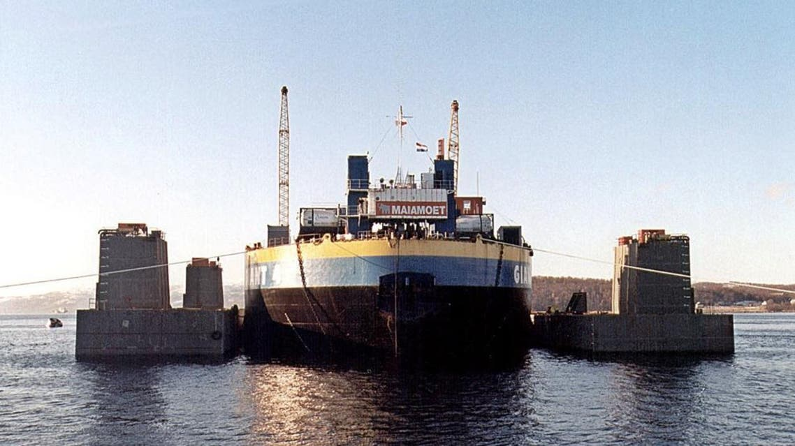 Pontoons (L and R) are brought to the Giant-4 barge with the sunken Kursk nuclear submarine under it at the port of Roslyakovo, near Murmansk, 11 October 2001. (AFP)