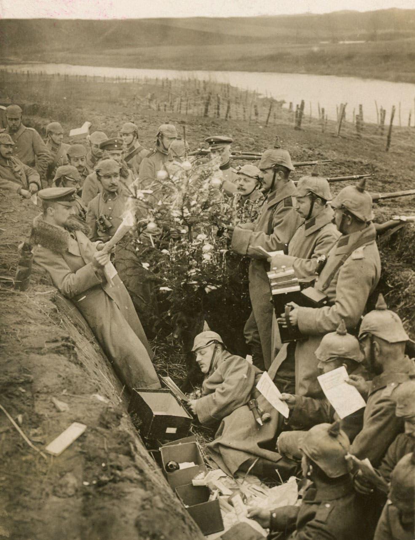 صورة لجنود ألمان داخل أحد الخنادق