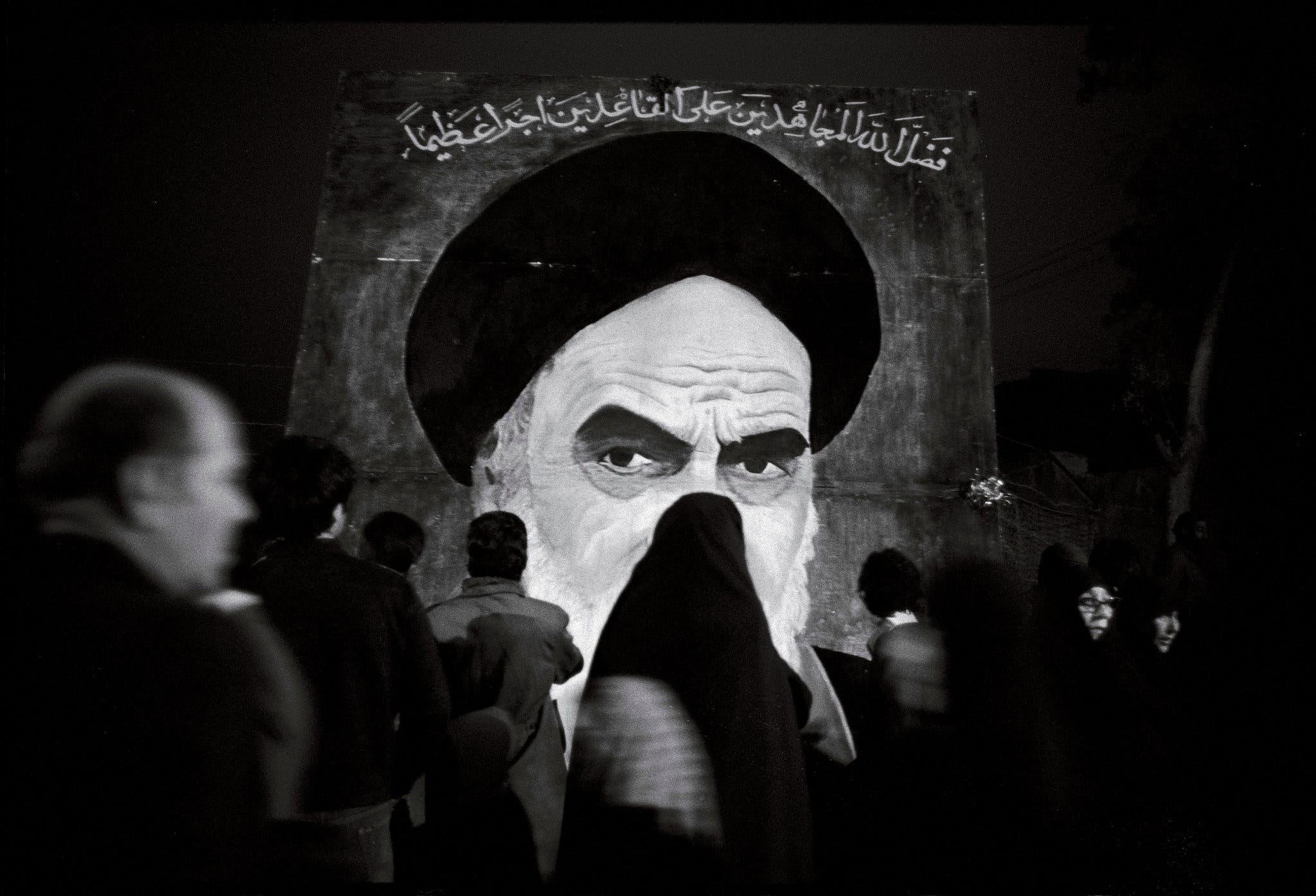 صورة للخميني بأحد شوارع طهران