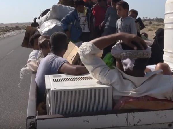 فيديو.. نزوح عشرات الأسر في الحديدة هرباً من جرائم الحوثيين