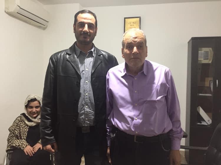 عبد الباسط مع أحد الزائرين