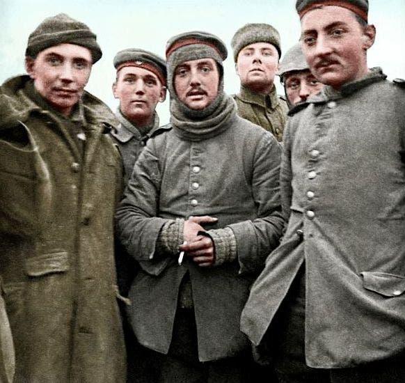 صورة ملونة اعتمادا على التقنيات الحديثة لجنود ألمان وبريطانيين