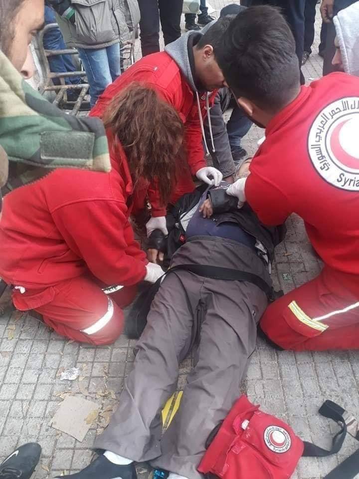 لحظة إسعافه ثم نقله إلى المستشفى