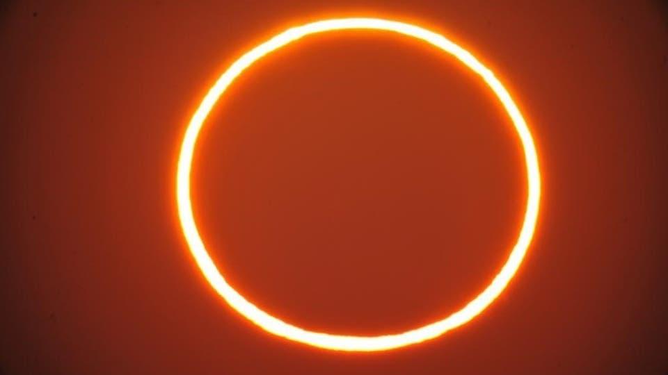 من الأحساء.. شاهد مراحل كسوف الشمس الحلقي