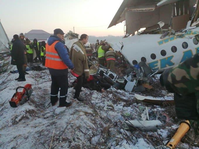 من موقع تحطم الطائرة في كازخستان
