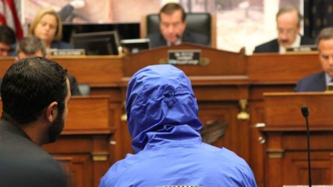 صورة قيصر أمام البرلمان الأميركي