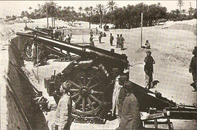 صورة لأحد المدافع الإيطالية قرب طرابلس (1)
