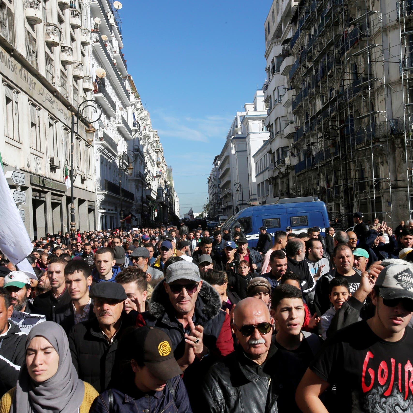 أول جمعة بعد وفاة قايد صالح.. تظاهرات حاشدة في الجزائر