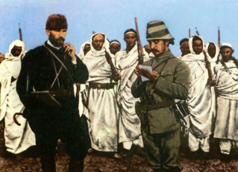 صورة لعدد من الأتراك بقيادة أتاتورك رفقة عدد من المقاومين الليبيين