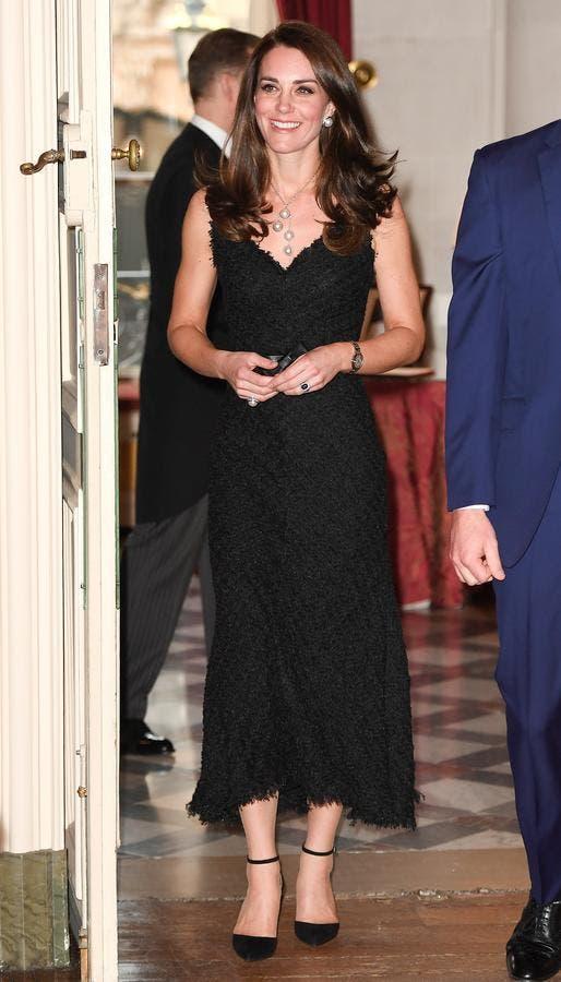 كايت بنسخة من الثوب الأسود إرتدتها في العام 2017