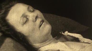 """""""مرض النوم"""".. قتل ملايين وحول آخرين لتماثيل بشرية"""