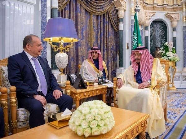 الملك سلمان يستقبل سفير المملكة المتحدة لدى السعودية