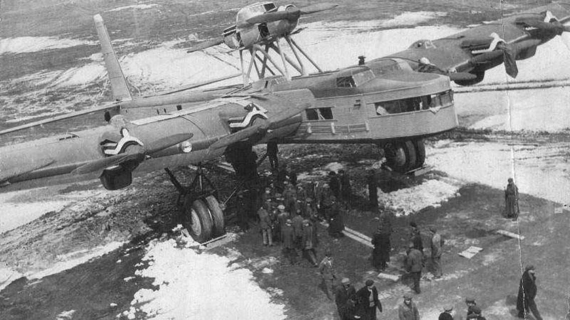 صورة للطائرة أيه إن تي 20 قبل اقلاعها