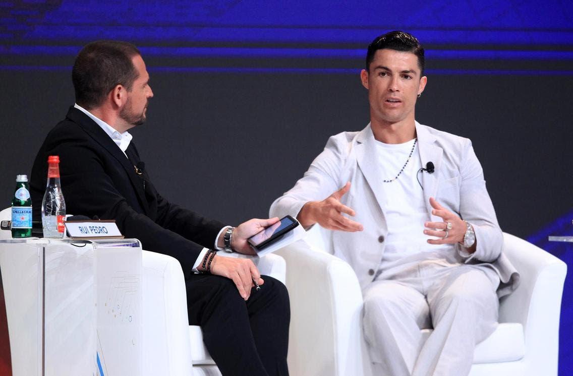 رونالدو خلال مشاركته بالحلقة الحوارية في مؤتمر دبي الدولي للرياضة
