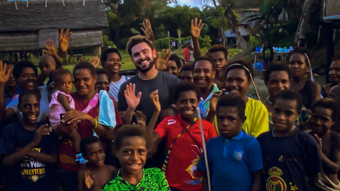 Zac Efron in PNG (Twitter)