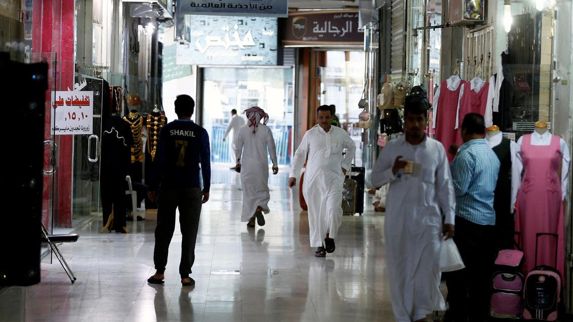 People shop at a market in Riyadh, Saudi Arabia, October 18, 2017. Picture taken October 18, 2017. REUTERS/Faisal Al Nasser