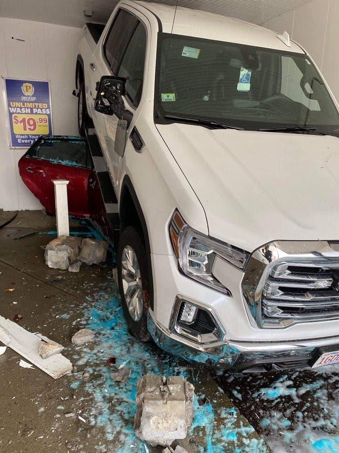 السيارة المتهورة بعد الحادث