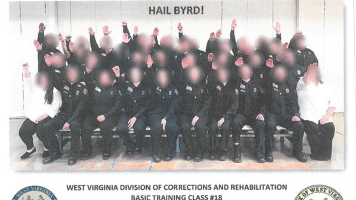 ضباط يؤدون تحية هتلر