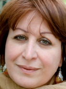 <p>انعام کجه جی رمان&zwnj;نویس و&nbsp;روزنامه&zwnj;نگار عراقی، در سال 1952&nbsp;در&nbsp;بغداد&nbsp;به دنیا آمد. او&nbsp;نامزد&nbsp;جایزه بوکر&nbsp;جهان عرب و موفق به کسب جایزه &laquo;لاگادر&raquo; فرانسه شده&zwnj;است.</p>  <p>رمان&zwnj;های کجه جی به زبان&zwnj;های مختلفی ازجمله، انگلیسی، فرانسوی، ایتالیایی و چینی ترجمه شده&zwnj;اند. محمد حزبایی و کریم پورزبید دو رمان از این نویسنده را به فارسی برگردانده&zwnj;اند.</p>  <p>&nbsp;</p>