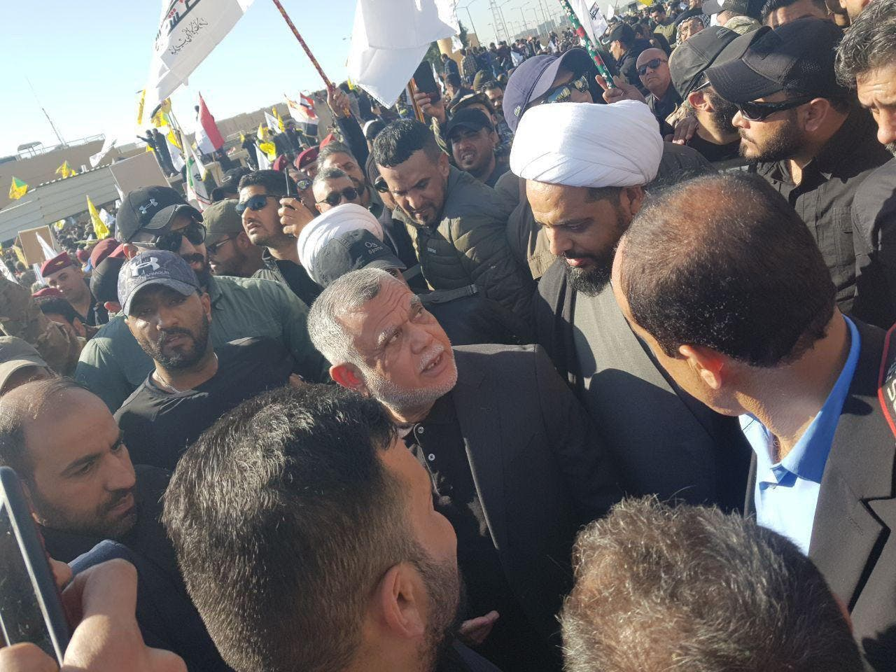 قيس الخزعلي و هادي العامري من أمام السفارة الأميركية