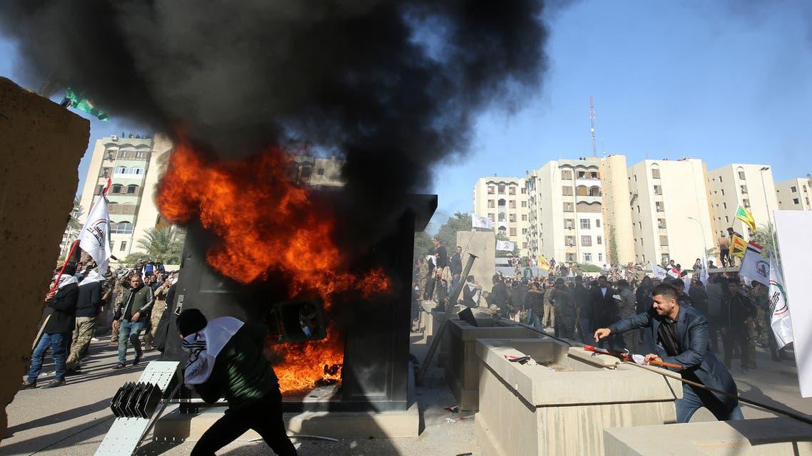 موالون للميليشيات يقتحمون حرم سفارة واشنطن ببغداد