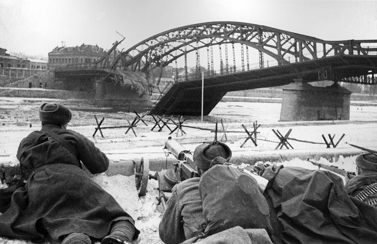 صورة لجنود سوفيت بكراكوف أثناء تحريرها من قبضة النازيين