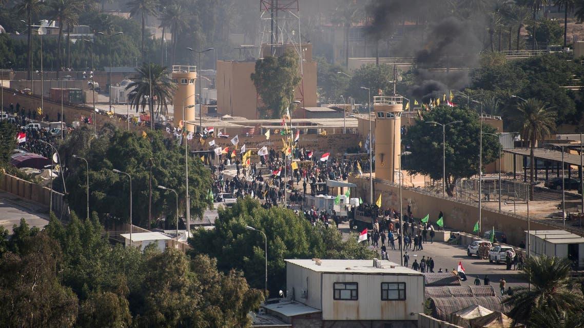 من محيط السفارة الأميركية في بغداد(الاول من يناير - رويترز)