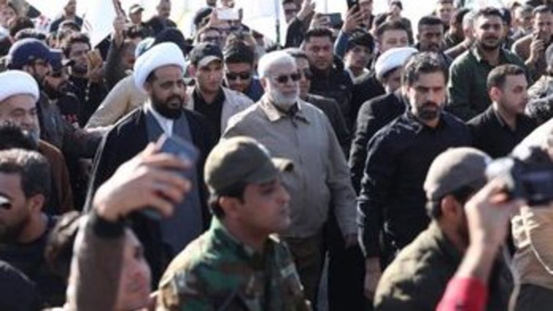 الخزعلي والمهندس خلال التظاهرة باتجاه السفارة الأميركية في بغداد
