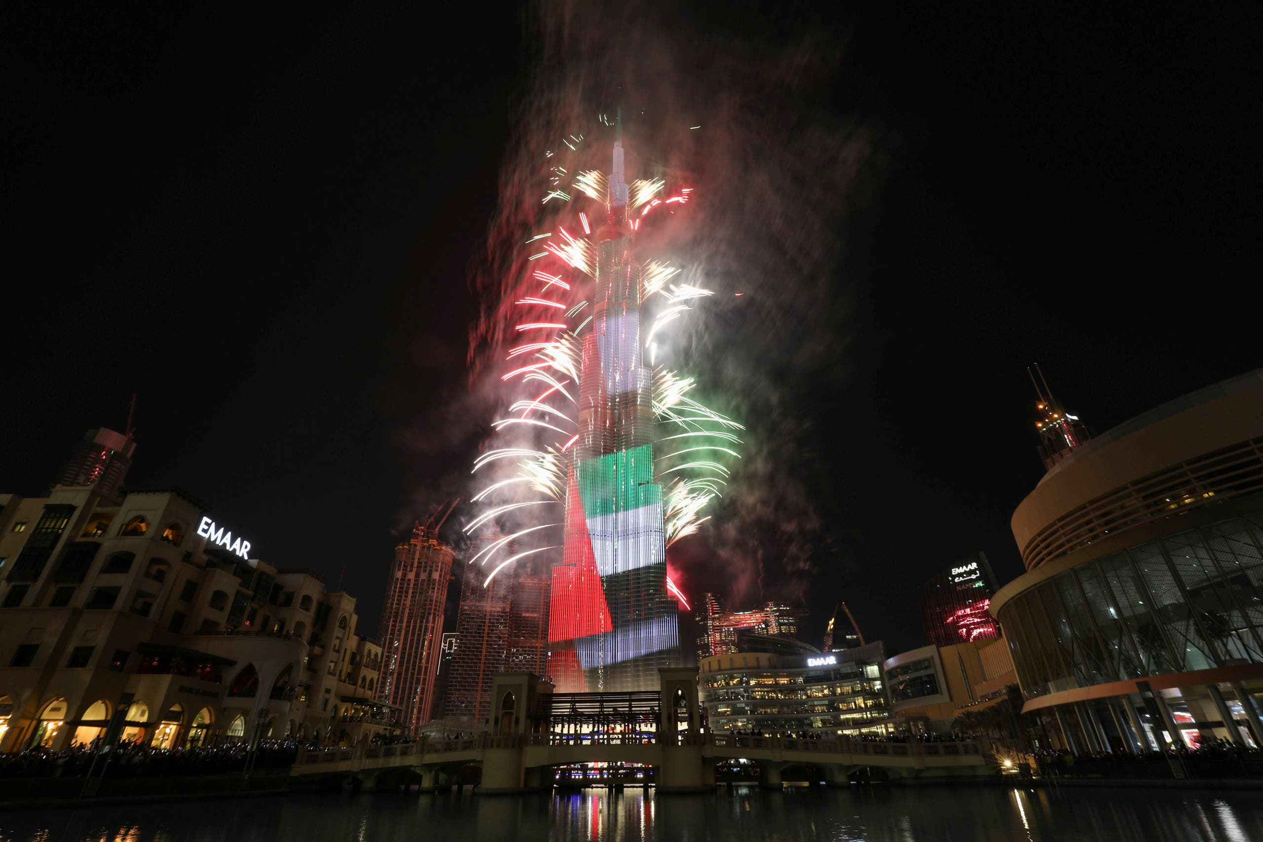 Fireworks explode around the Burj Khalifa, the tallest building in the world, during New Year's celebrations in Dubai. (Photo: AP)