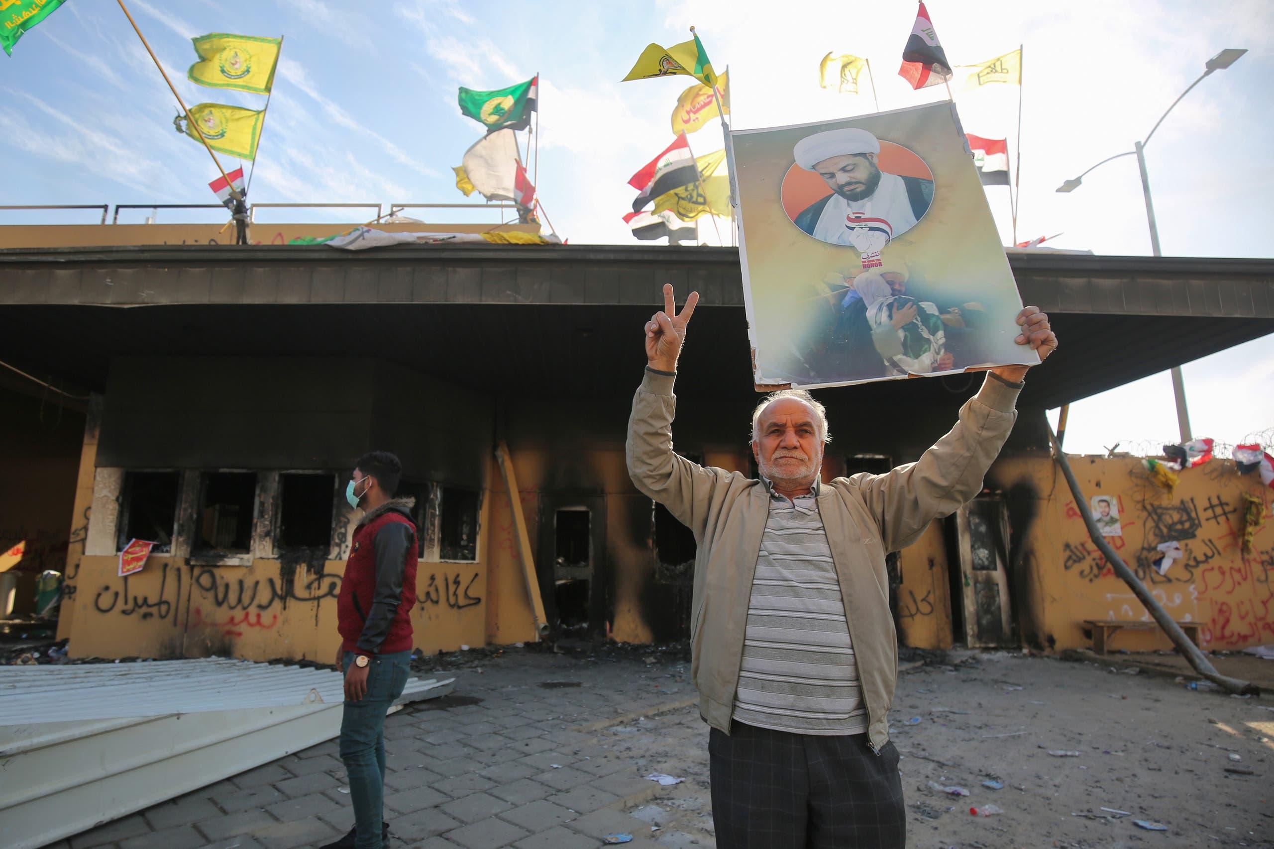 من أمام السفارة الأميركية في بغداد (فرانس برس)