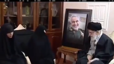 فيديو لخامنئي خلال زيارته لمنزل قاسم سليماني لتعزية عائلته