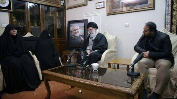 خامنئي وكبار المسؤولين الإيرانيين في منزل سليماني