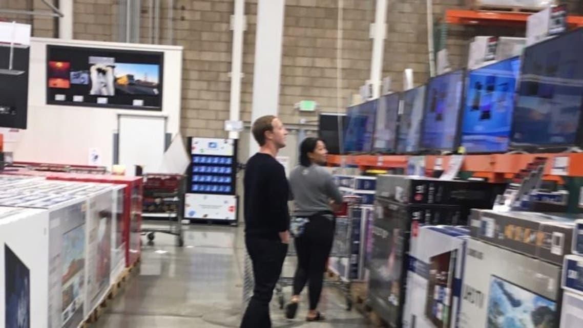 Mark-Zuckerberg-goes-shopping-at-Costco-696x392
