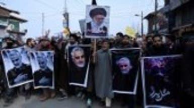 آلاف الإيرانيين يتظاهرون في طهران بعد مقتل سليماني